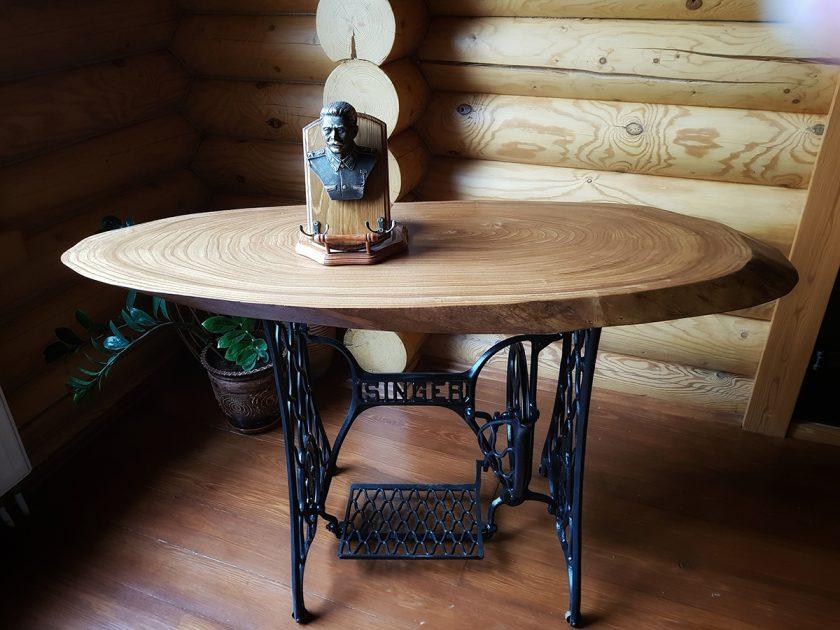Стол из слэба в винтажном стиле